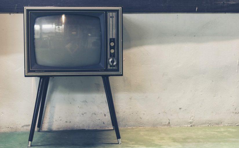 Samotny odetchnięcie przed telewizorem, lub niedzielne serialowe popołudnie, umila nam czas wolny ,a także pozwala się zrelaksować.